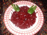 Těstoviny s omáčkou z červené řepy